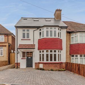 Abbotts Road, Barnet, EN5