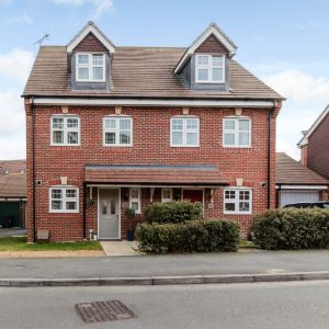 Waterers Way, Bagshot, GU19