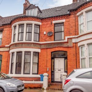 3 Apartments/ Development Opportunity with full Planning Permission