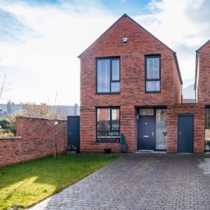 Gordon Avenue, Sale, M33