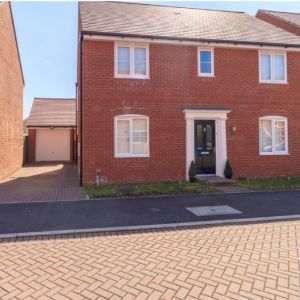 Roe Gardens,  Three Mile Cross,  Reading RG7