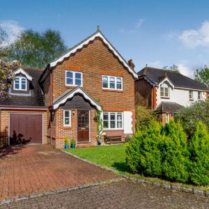 Mallards Way, Lightwater, GU18