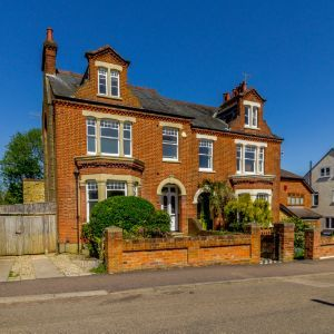 Abbots Road, Abbots Langley, WD5