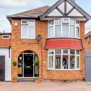 St. Austell Drive, Wilford, Nottingham, NG11