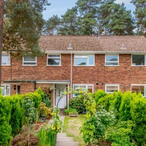 Roxburgh Close, Camberley, GU15