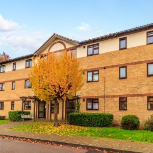 Chenies Way, Watford, WD18
