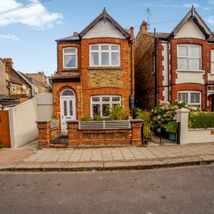Fallsbrook Road, London, SW16 6DX