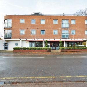 Hersham Road, Walton-on-thames, KT12 1JE