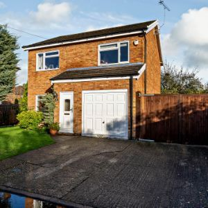 Pipers Close, Slough, SL1 8AW