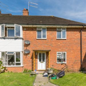 Farleys Close, Leatherhead, KT24