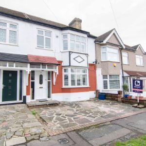 Woodford Green, Greenstead Gardens, G8