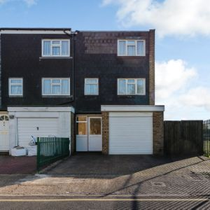 Greatfields Drive,Uxbridge, UB8