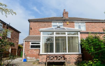 Conway Road, Sale, M33